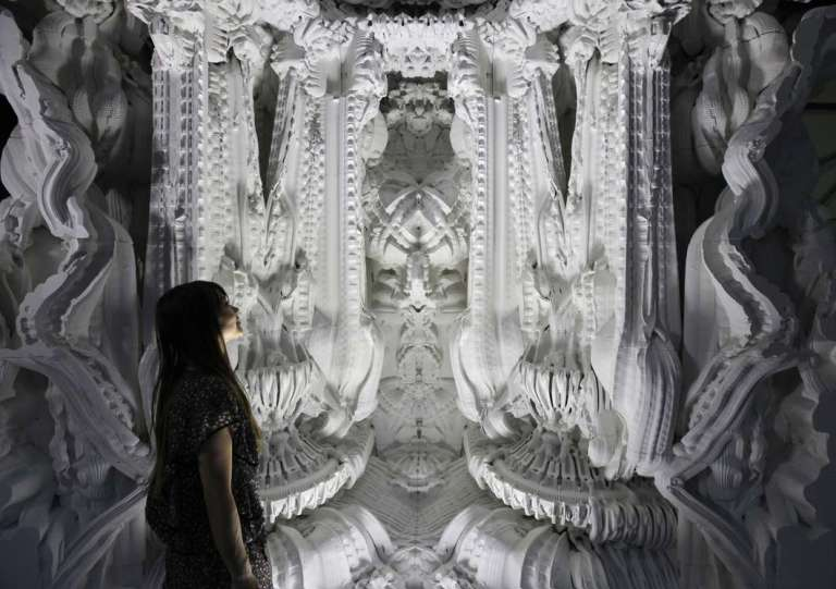 creative-ai-architecture-robot-craftsmen-6@2x